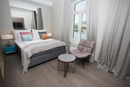 En eller flere senger på et rom på Clarion Hotel Admiral