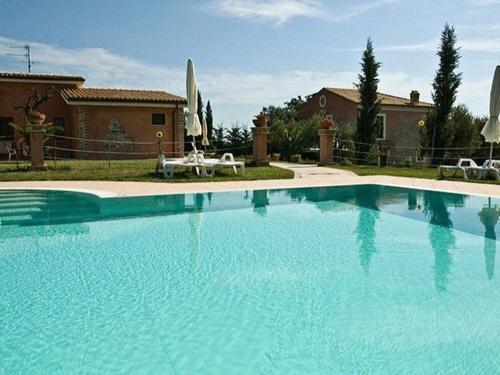 The swimming pool at or near Agriturismo Villa Delle Rondini