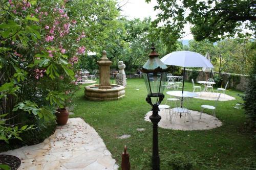 Jardin de l'établissement La Bastide du Paradou