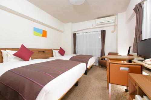 A bed or beds in a room at HOTEL MYSTAYS Ueno Iriyaguchi