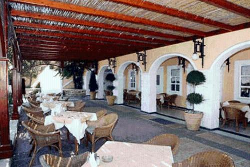 A restaurant or other place to eat at Crithoni's Paradise Hotel