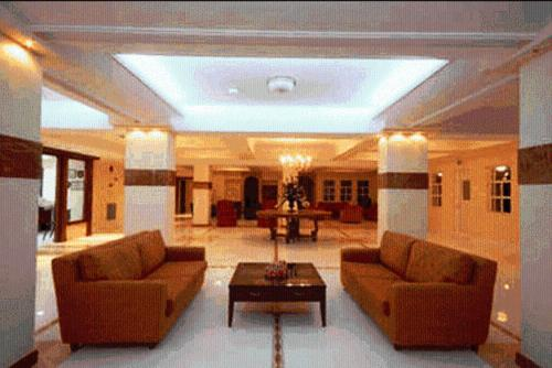The lobby or reception area at Crithoni's Paradise Hotel
