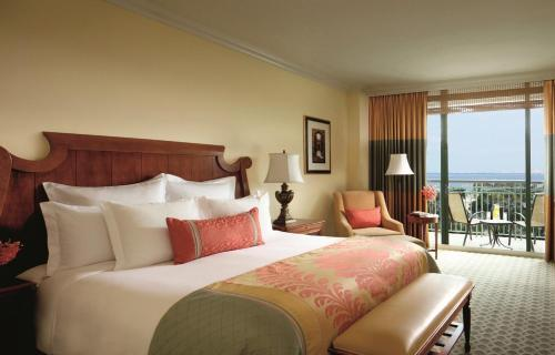 A bed or beds in a room at The Ritz-Carlton Coconut Grove, Miami
