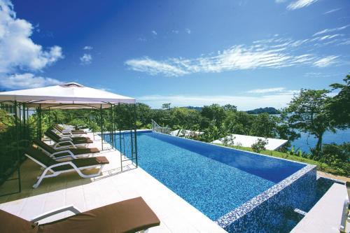 Het zwembad bij of vlak bij Bocas del Mar