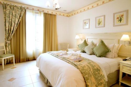 A bed or beds in a room at IL Campanario Villaggio Resort