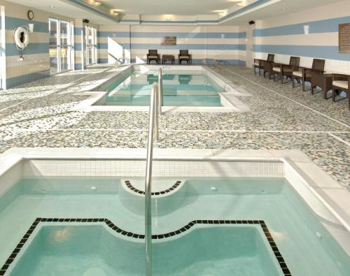 The swimming pool at or near Hilton Garden Inn Portsmouth Downtown