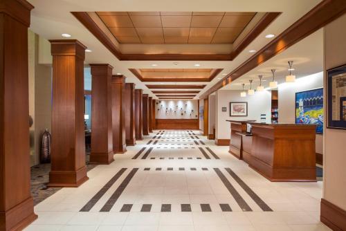 The lobby or reception area at Hilton Garden Inn Portsmouth Downtown