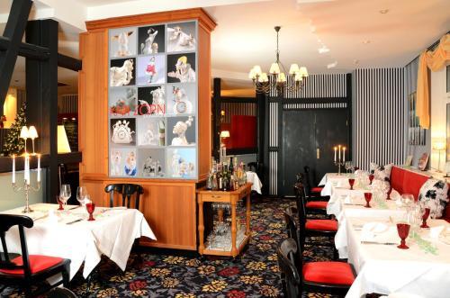 Ein Restaurant oder anderes Speiselokal in der Unterkunft Boutique Hotel Schieferhof
