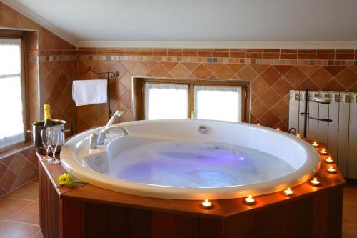 A bathroom at Hotel El Juglar