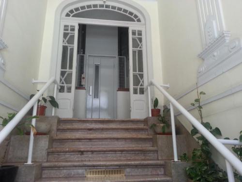 The facade or entrance of Lisbon Gambori Hostel
