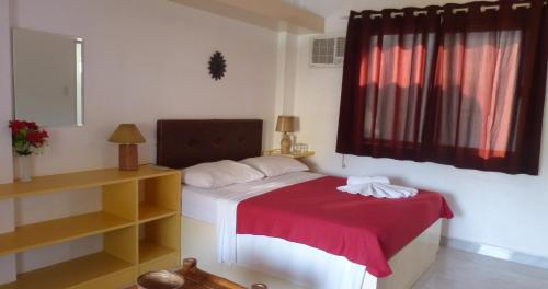 A bed or beds in a room at Island Jewel Inn
