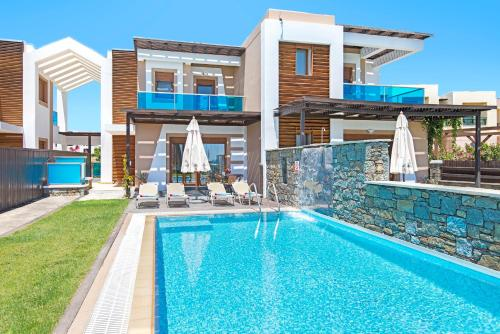 The swimming pool at or near Horizon Line Villas