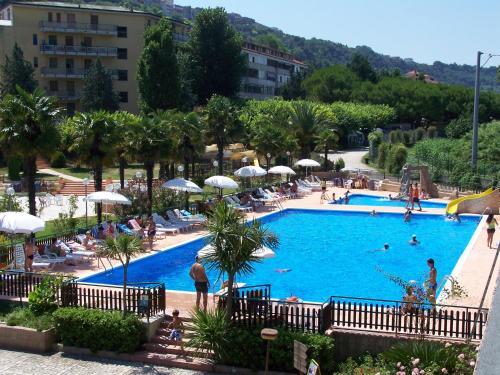 Vista sulla piscina di Villaggio Costa d'Argento o su una piscina nei dintorni