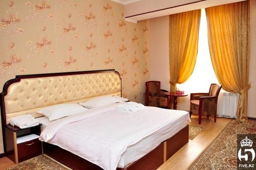 A bed or beds in a room at Hotel Bellagio Shymkent