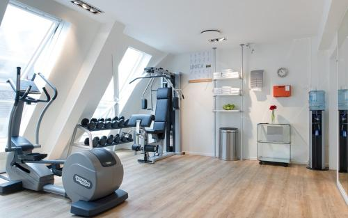 The fitness centre and/or fitness facilities at Swissôtel Amsterdam