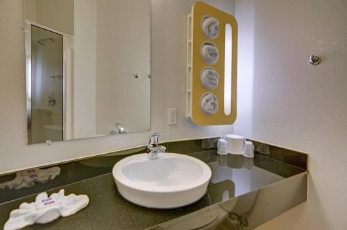 A bathroom at Motel 6-Roanoke, TX - Northlake - Speedway