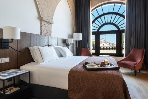 A bed or beds in a room at Eurostars Convento Capuchinos