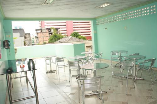 Un restaurante o sitio para comer en Hotel Magnifico