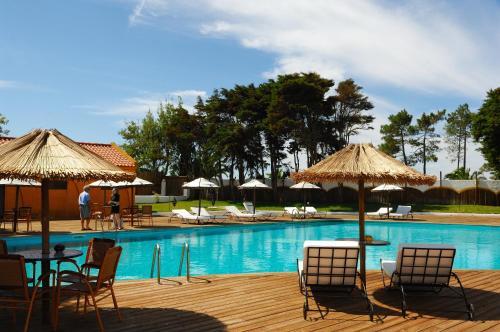 Бассейн в Hotel Vale Da Telha или поблизости