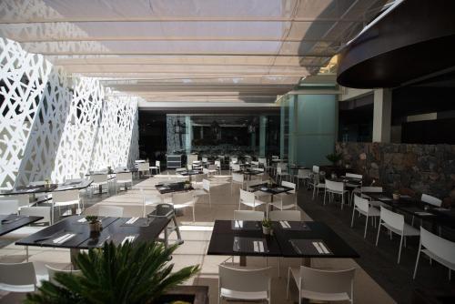 Un restaurante o sitio para comer en HD Beach Resort