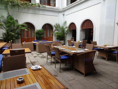 Un restaurante o sitio para comer en Le Dupleix