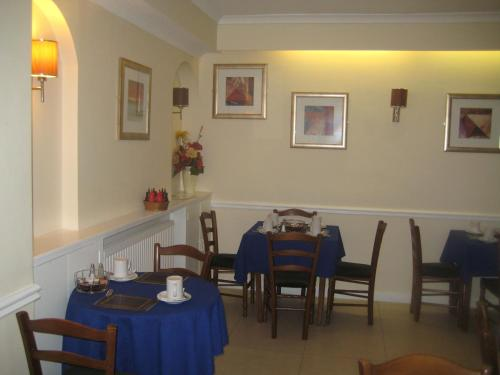 A restaurant or other place to eat at Hallam Hotel