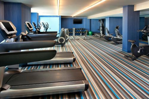The fitness center and/or fitness facilities at Aloft San Francisco Airport