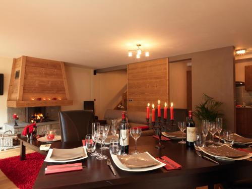 A restaurant or other place to eat at Les Écrins De Soulane