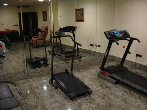 The fitness center and/or fitness facilities at Santiago