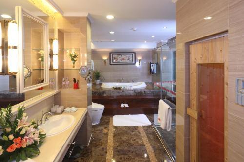 حمام في رامادا بلازا قوانغتشو