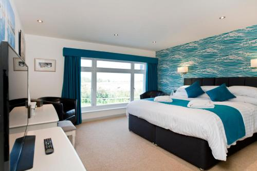 A bed or beds in a room at Waveney Inn