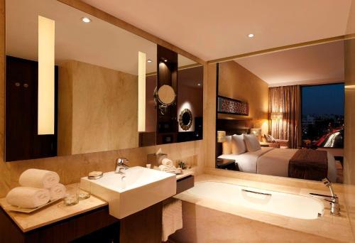 A bathroom at Hilton Jaipur
