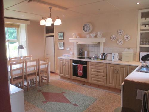 A kitchen or kitchenette at Tralia Farmhouse Self Catering