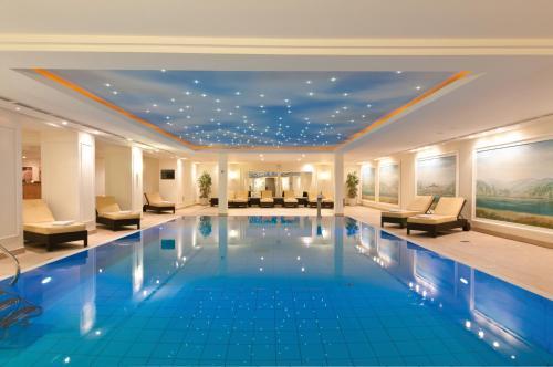 Der Swimmingpool an oder in der Nähe von Maritim Hotel Dresden