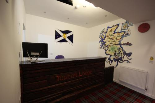 The lobby or reception area at Tartan Lodge