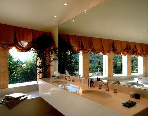 A bathroom at Can Verdera