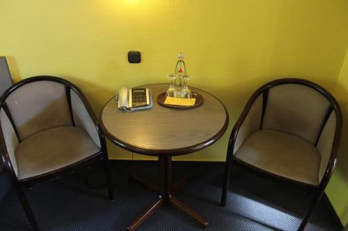 Ein Sitzbereich in der Unterkunft Hotel Grunewald