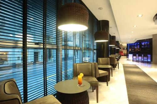 The lounge or bar area at Yrigoyen 111 Hotel