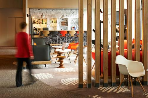 The lounge or bar area at ibis Strasbourg Centre Historique