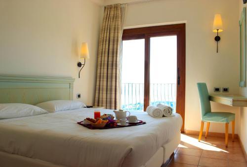 A bed or beds in a room at Hotel Brancamaria con minicrociera nel Golfo
