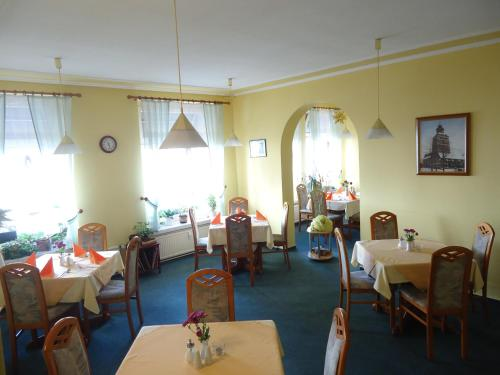 A restaurant or other place to eat at Hotel-Restaurant Marcus