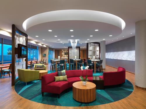 The lounge or bar area at SpringHill Suites by Marriott Wichita Airport