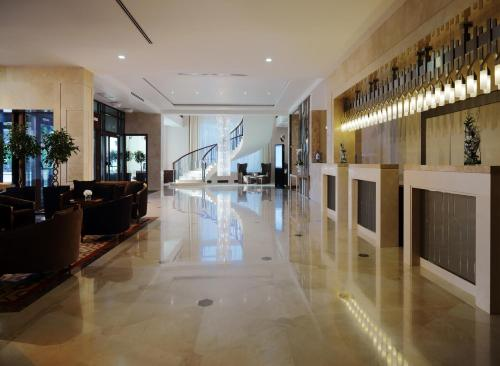 The lobby or reception area at Novosibirsk Marriott Hotel