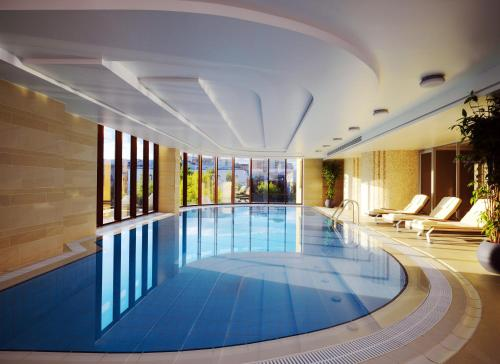 The swimming pool at or close to Novosibirsk Marriott Hotel