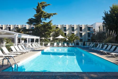 The swimming pool at or close to Novotel Marseille Est