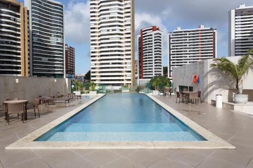 A piscina localizada em Mercure Salvador Pituba ou nos arredores