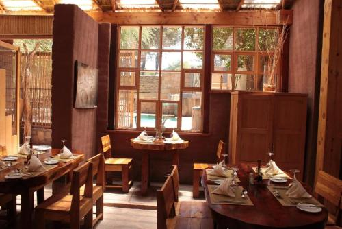 Un restaurante o sitio para comer en Hotel Poblado Kimal