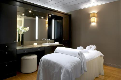 A bathroom at Waldorf Astoria Versailles - Trianon Palace