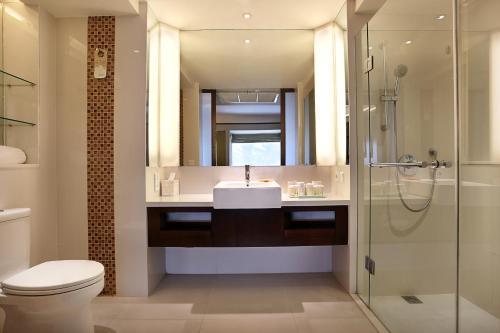 A bathroom at Novotel Lombok Resort & Villas
