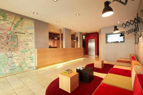 The lobby or reception area at Hotel Stachus